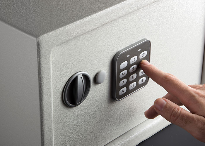 Safe Buying Guide - safe being opened